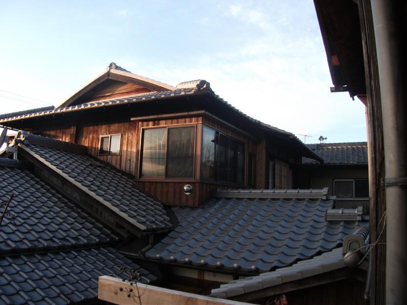 瓦屋根はすべて葺き替え。