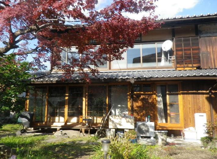 亀岡から移築されたという近代数奇屋。