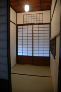 台目の小部屋、花頭窓の欄間付き。女中部屋ではありませんでした