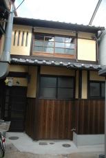 庇と虫籠窓、大屋根瓦の復旧。
